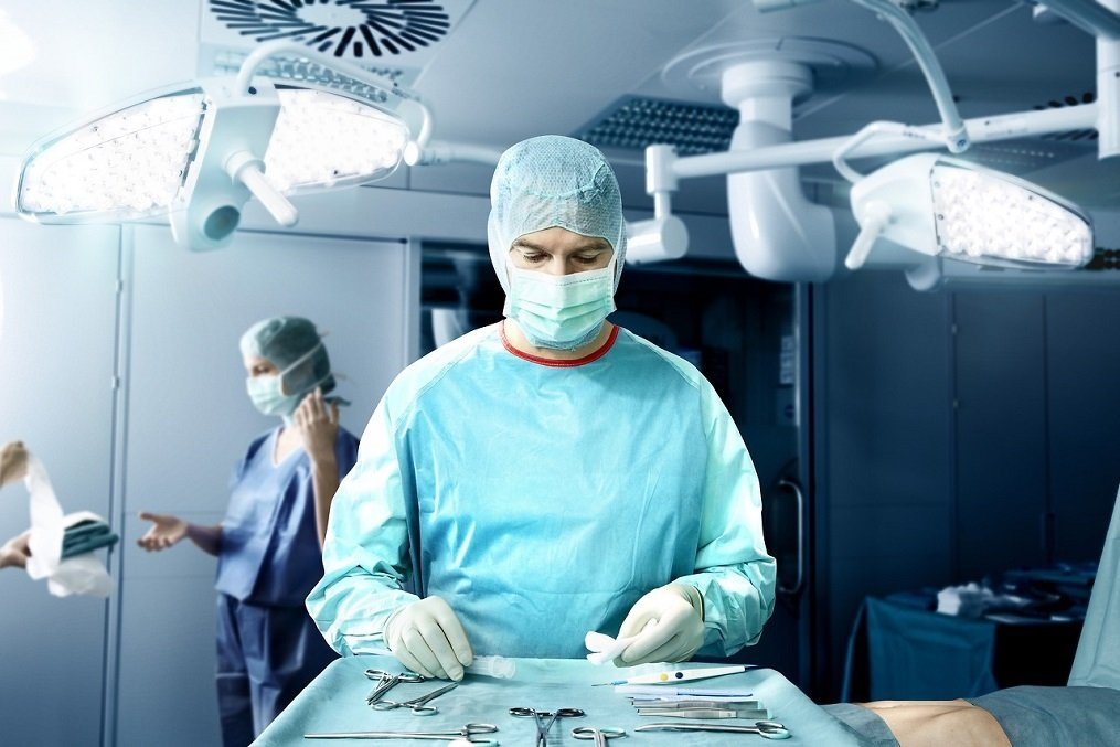 Doctor in a surgery room wearing Foliodress Gown