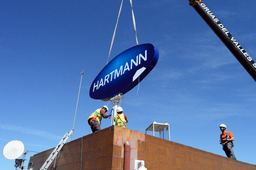Exchange the P&G logo to HARTMANN logo