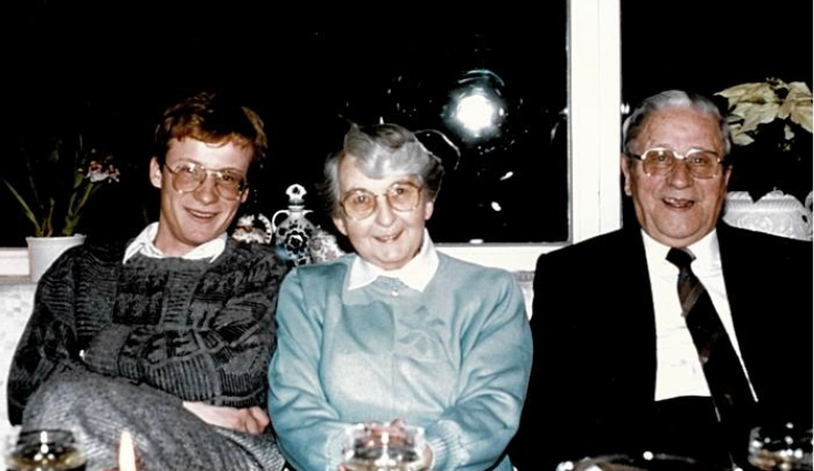 Andreas Schumacher sitting with his grandparents on a couch