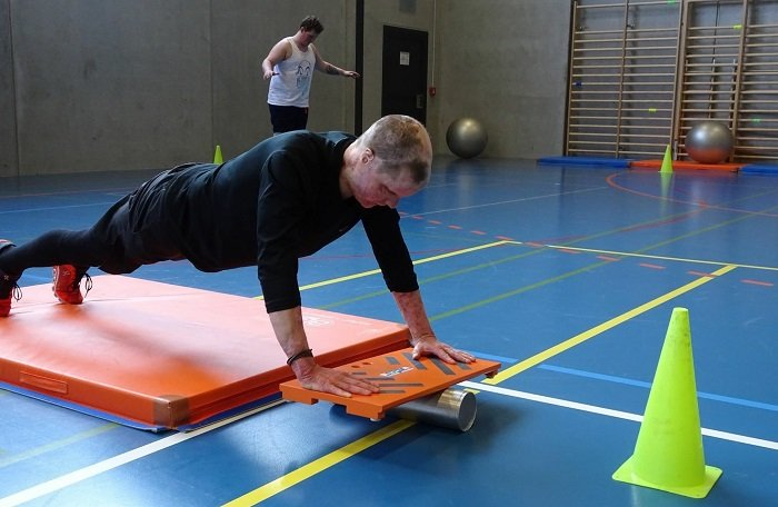 Philipp Bosshard doing exercises in the gym.