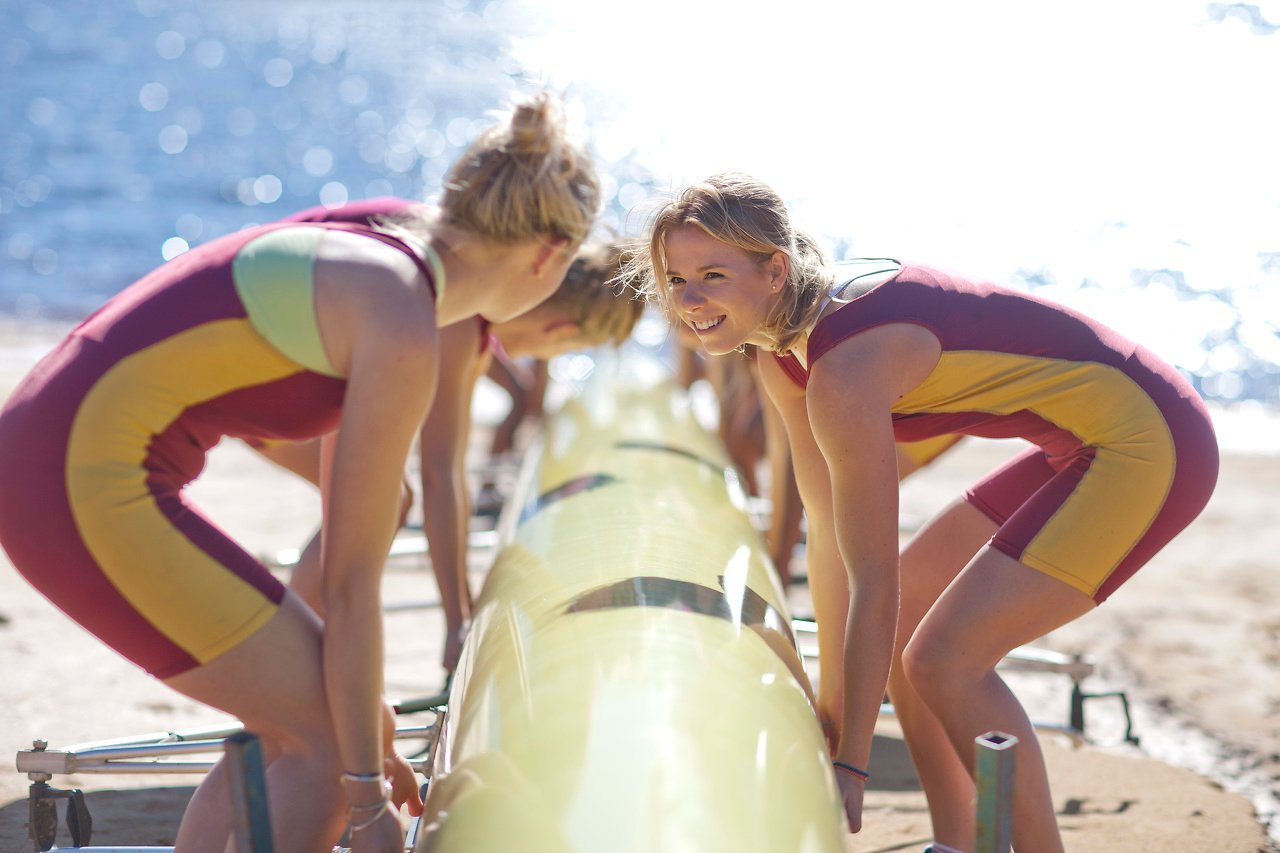 Rowing girls
