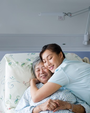 HARTAMNN our values Teaser / Mother and daughter in a hospital